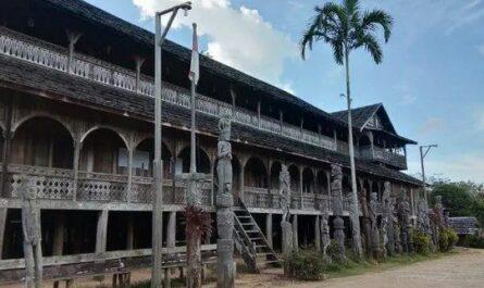 Ciri-Khas-Rumah-Lamin-Sebagai-Rumah-Adat-Kalimantan-Timur