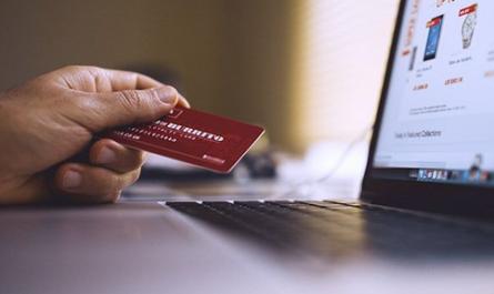 Kartu-kredit-AI-ini-dapat-menghitung-pengeluaran-secara-otomatis!